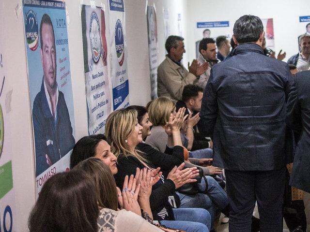 14.Un incontro serale nel comitato che appoggia il candidato a sindaco De Simone