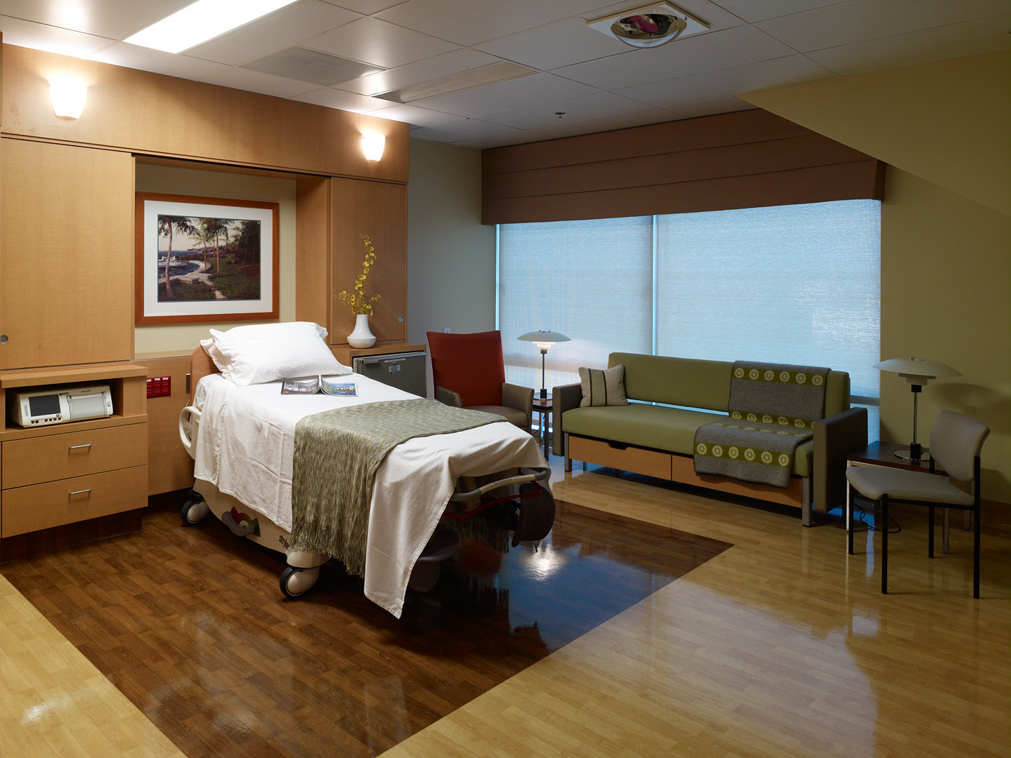 Kaiser Permanente Delivery Room 1 of 3