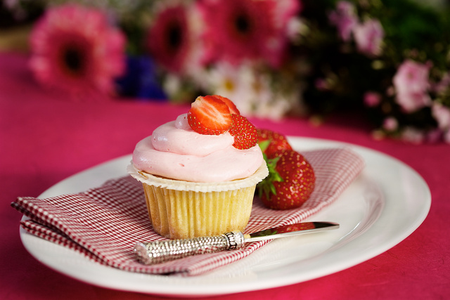 2009-07-03_Balzac_Food_13_strawberry_cupcake_version2_alienskin.jpg