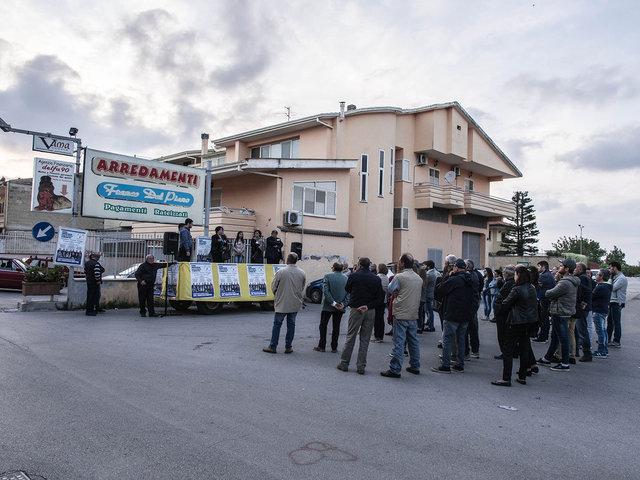 10.Comizio del candidato a sindaco Martino