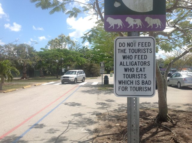 DPW ZooMiami-Do Not Feed.JPG