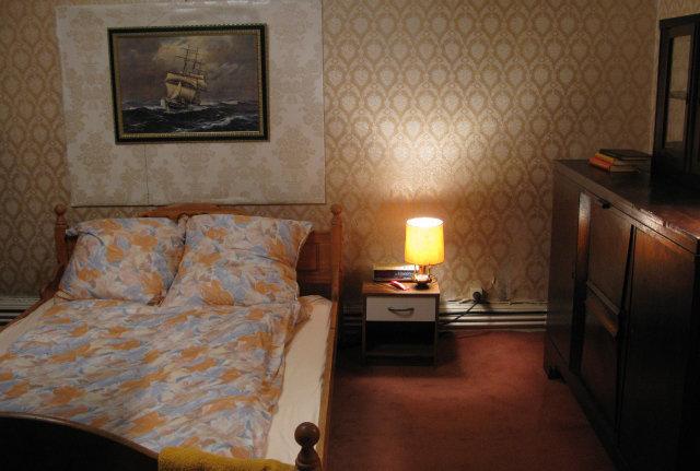 Studio Build - Hotel Bedroom
