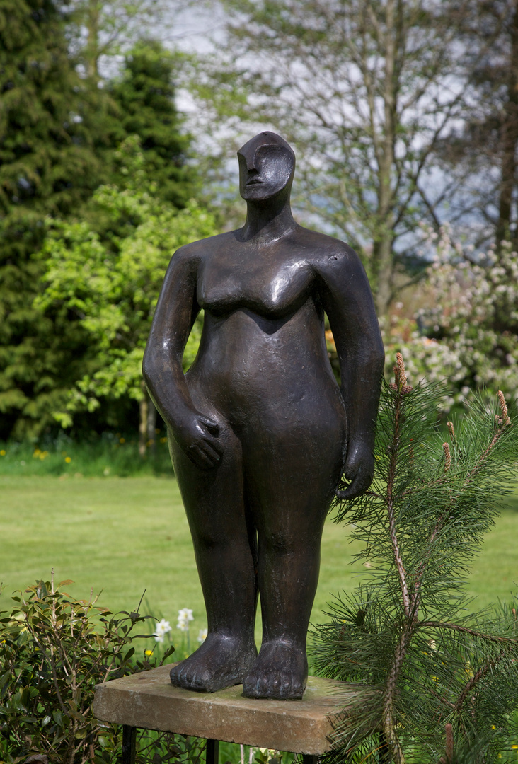 Hands on Hips   2003  90 x 44 x 26cm Bronze Resin  RP £3200   Kingham 2012