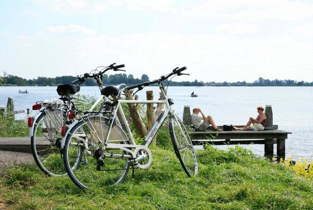 uitrusten fietsers nieuwkoopse plassen
