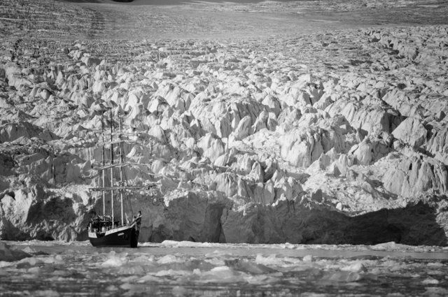 Tall Ship-Monacobreen, Svalbard.jpg