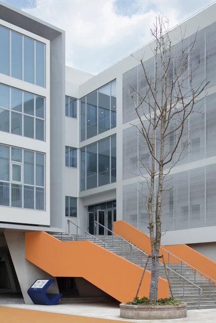 (摄影师夏至)崇文15_直达二层的大楼梯更好地分流学生.jpg