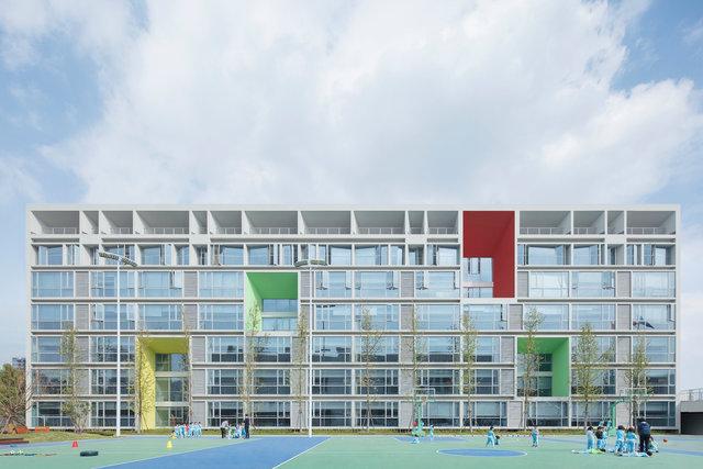 (摄影师夏至)崇文14_宿舍的立面直接反映了内部空间的功能分布.jpg