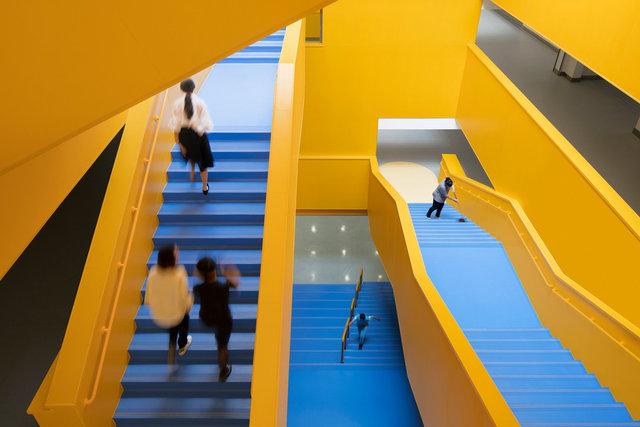 (摄影师夏至)崇文28_中轴线楼梯下望,可以直接到达地下层空间.jpg
