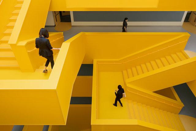 (摄影师夏至)崇文24_中轴线楼梯的转折变化,提供多样的视角和相遇.jpg