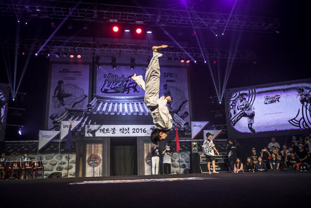 ss_160911_Kick_It_Final_Korea_0014.jpg