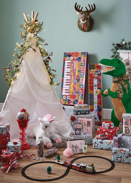 copyright_alex-bland.co.uk_Xmas18 Kids Gifts_v2.jpg