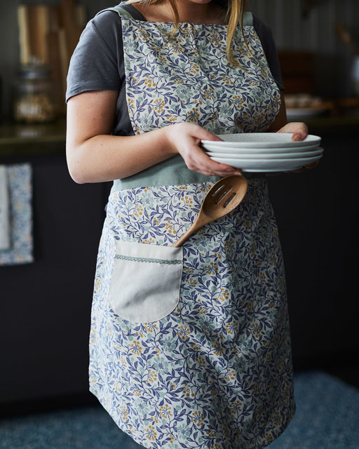 copyright_alex-bland.co.uk_AW20_Arts and Crafts_Kitchen_Apron Model Shot.jpg