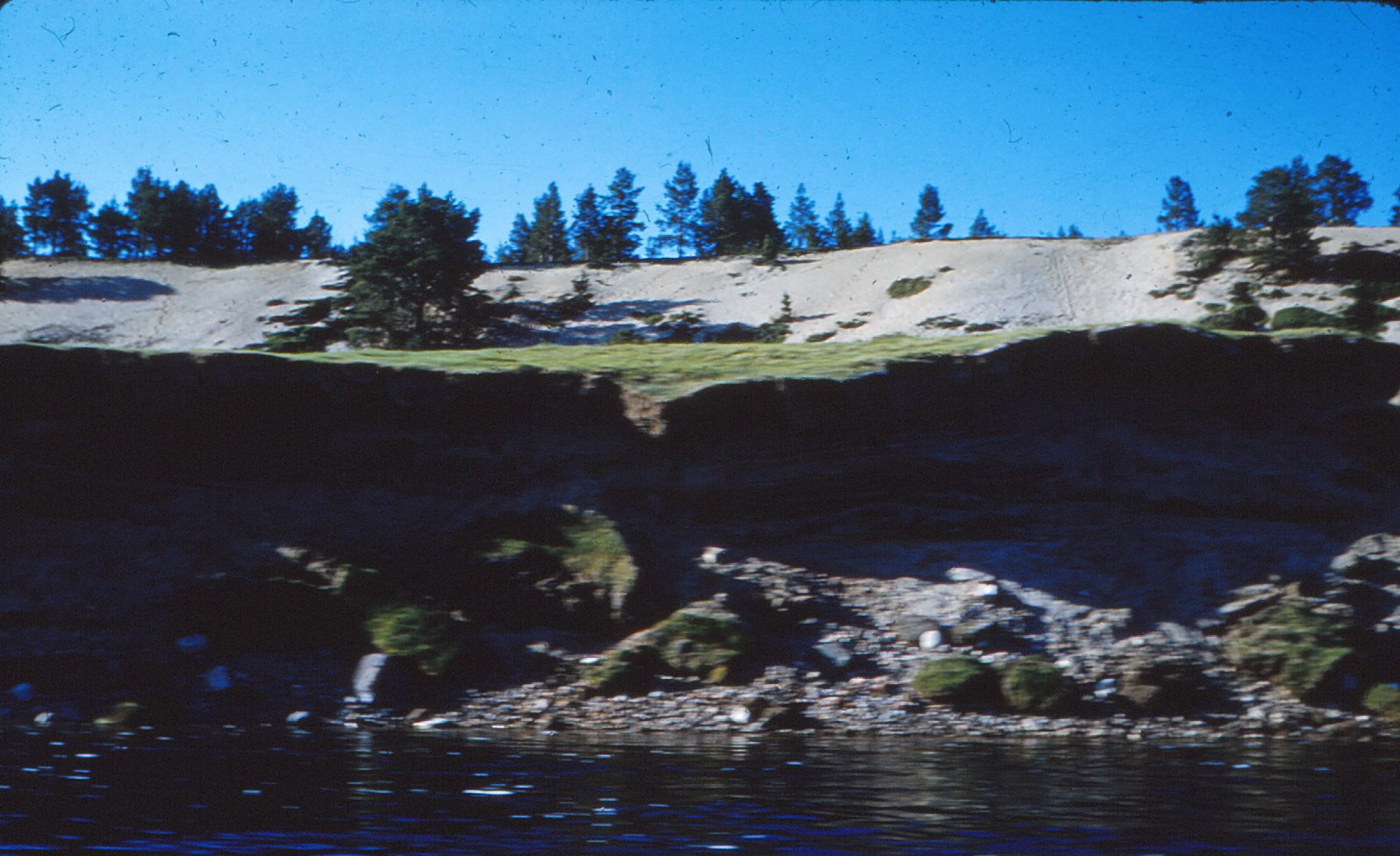 1019 (21) Terras Karasjokka, linker rivier oever