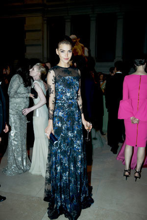 300x450xarizona-muse-shopghost-shop-ghost-erdem-dress-met-ball.jpg.pagespeed.ic.jpeg