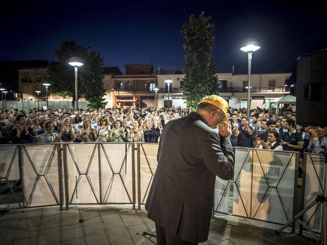 42 Renato Natale durante l'ultimo comizio prima del ballottaggio