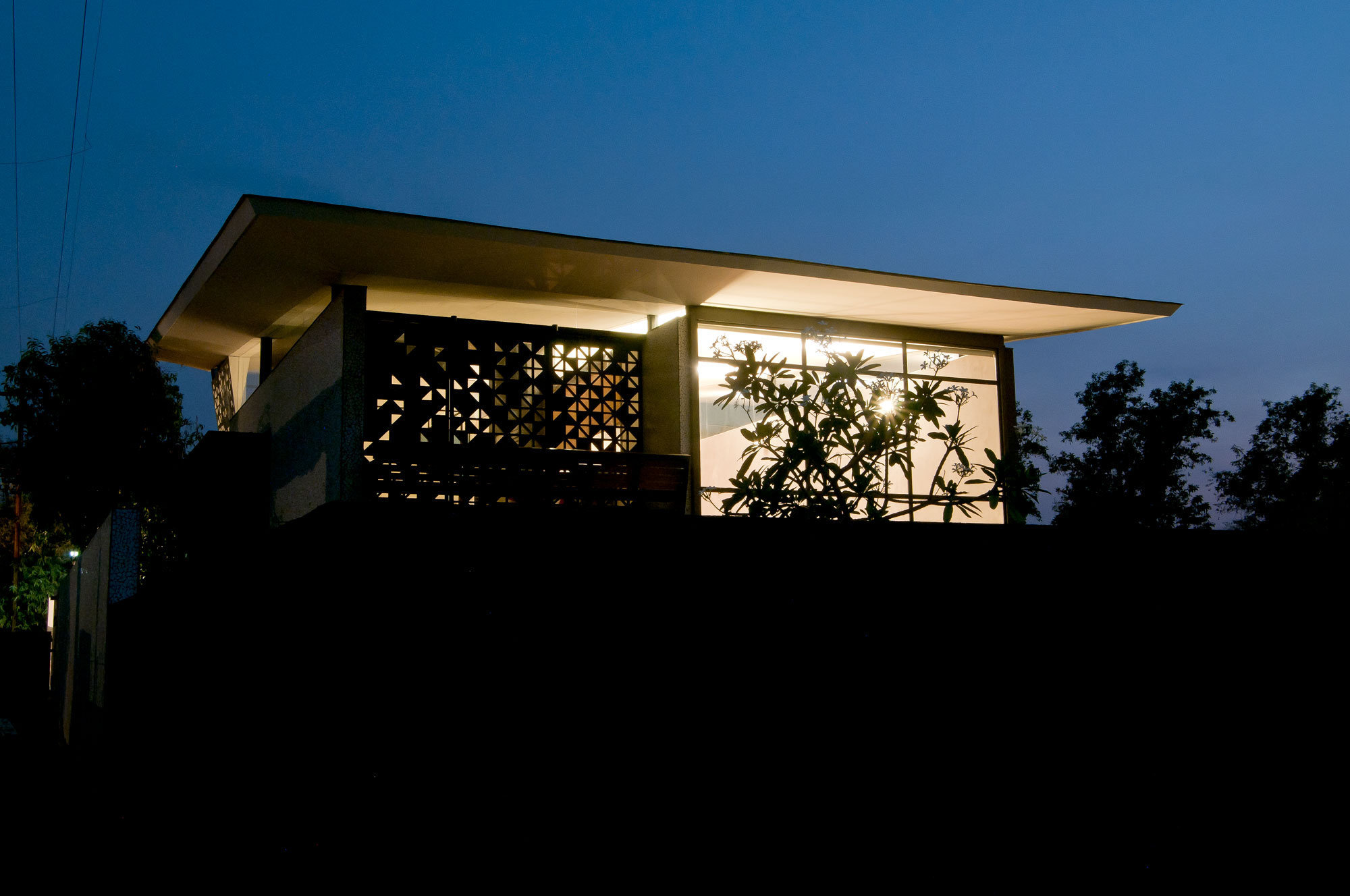 """MEHR"" - Bungalow in Karjat / Krishnan Parvez Architects / www.kpa.in"