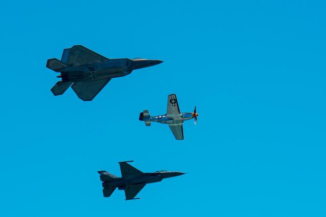 USAF F-22 Raptor, P-51 Mustang