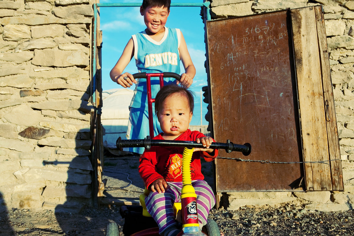 Mongolian Kids Play