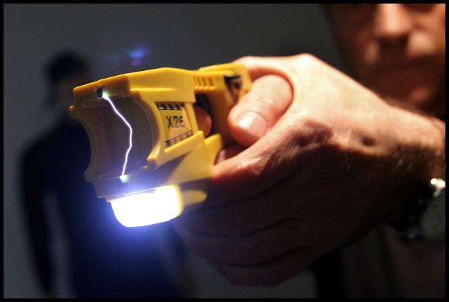 Le TAZER - Pistolet a impulsions electriques