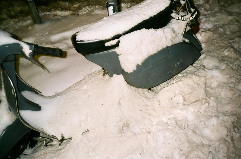 scooter sous la neige.jpg