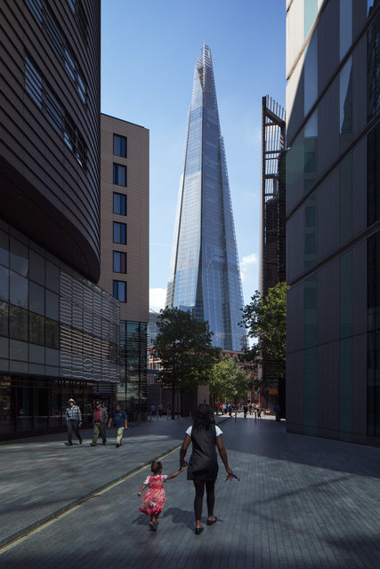 "THE SHARD - RENZO PIANO<br><font color=""a6a6a6""><u><a href=""http://www.alex-bland.co.uk/the-shard"" target=""_self"">VIEW PROJECT</a></u></font>"