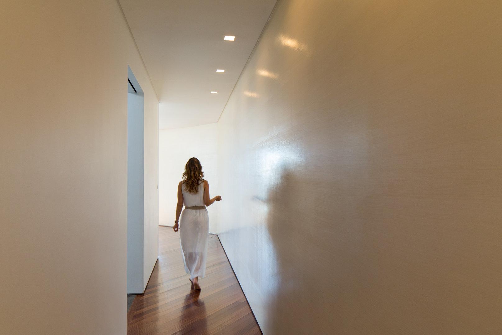 Lena_Crescentini_Girl-3-In-Hall_WEB.jpg