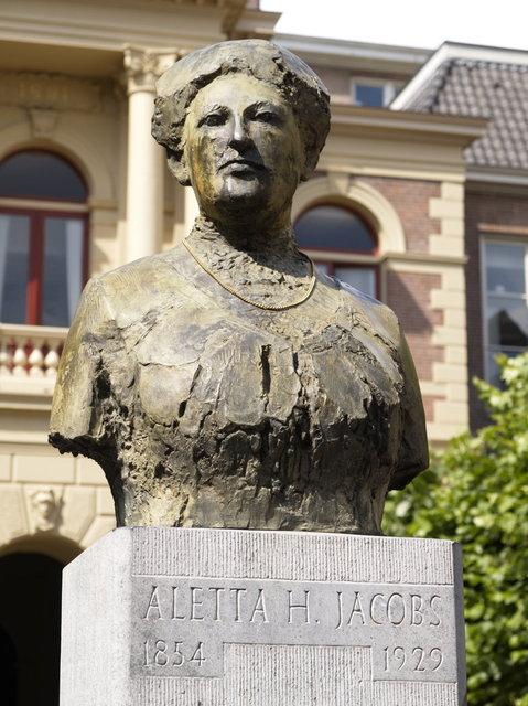 groningen - standbeeld aletta jacobs