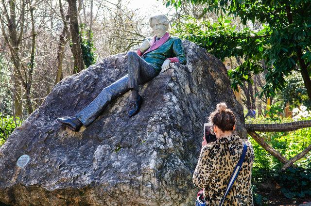 Danny Osborne's Oscar Wilde Statue (Merrion Square, Dublin)