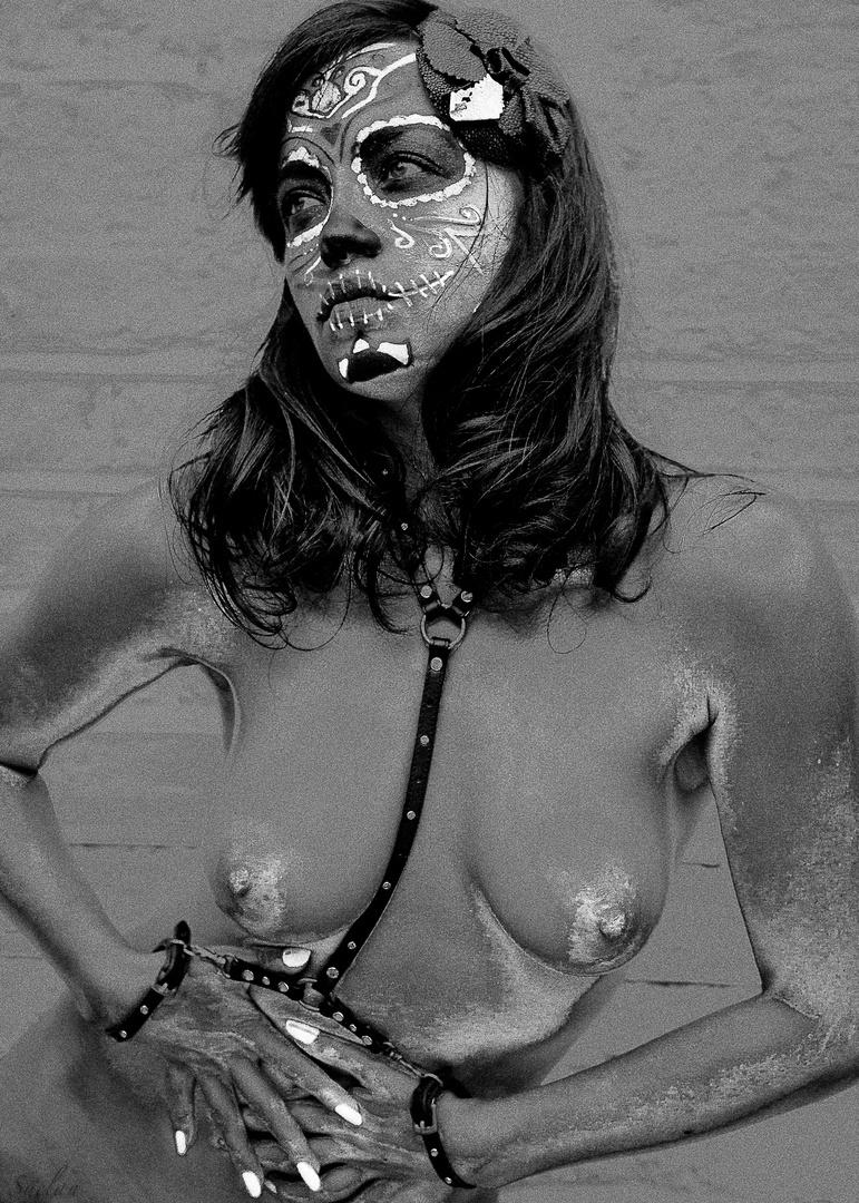 Santa Muerte - Mexican Death Saint 2012 - Bizarre Magazine