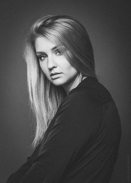 portrait phot noir et blanc low key
