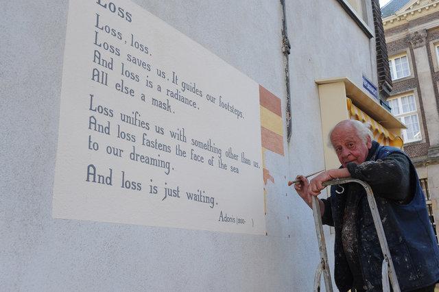 Jan Willem Bruins bezig met muurschildering sept 2013