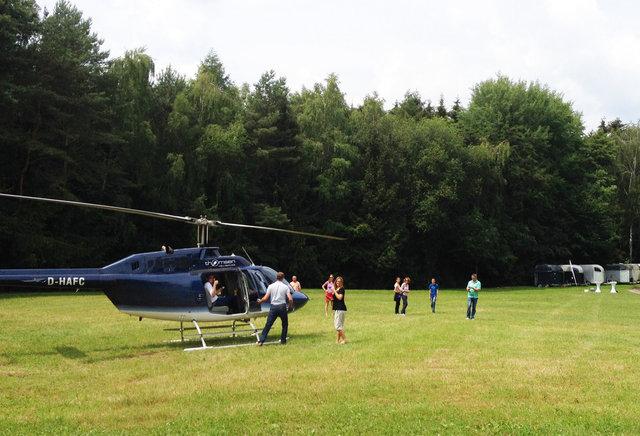 Helikopterrundflug mit Außenlandung auf dem Rettershof in Kelkheim, thomsen Heli-Service, 01 51 - 24 11 53 29, info@thomsen-heli.com, Dipl.-Ing. Sonja Thomsen-3.JPG