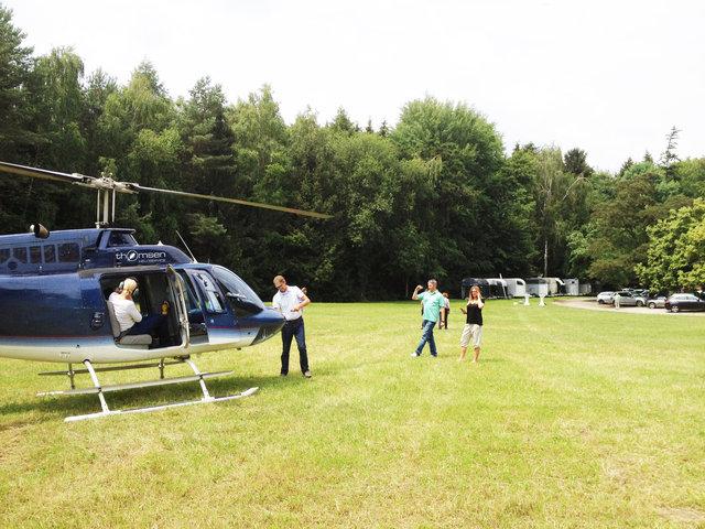 Helikopterrundflug mit Außenlandung auf dem Rettershof in Kelkheim, thomsen Heli-Service, 01 51 - 24 11 53 29, info@thomsen-heli.com, Dipl.-Ing. Sonja Thomsen-4.JPG