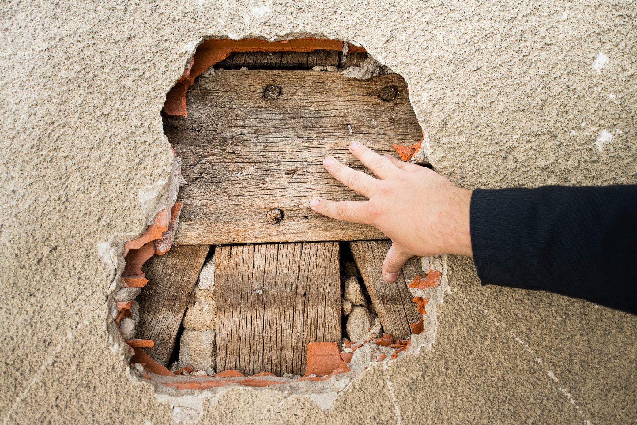 Olivier Curt - Chantier privé facade avec découverte de pans de bois - Entr. Ducherpozat03.jpg