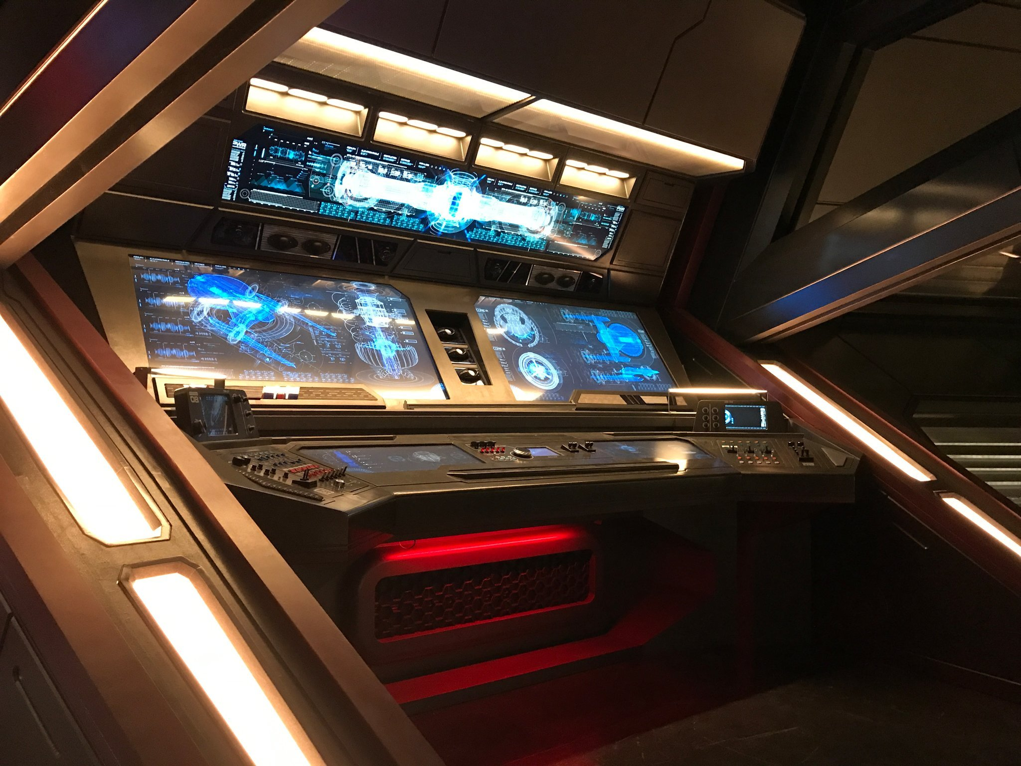 USS SHENZHOU: BRIDGE, OPS STATION
