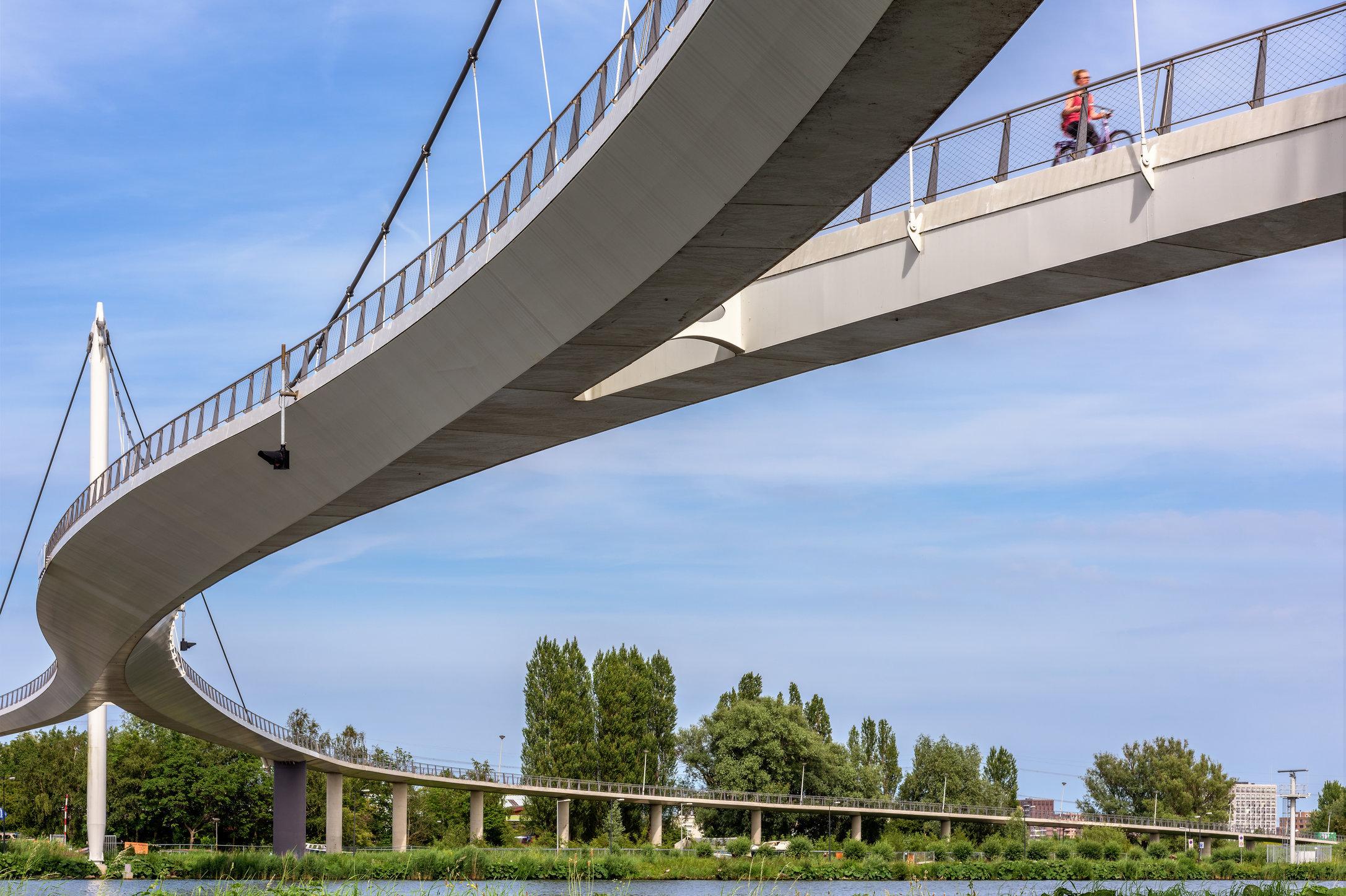 Nescio brug, Amsterdam