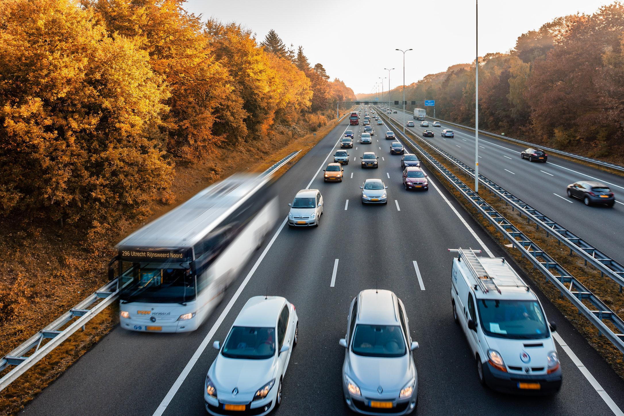 De spitsbus op de A28 bij Zeist i.o.v. Katja's communicatie & nieuwe media/ Connexxion.
