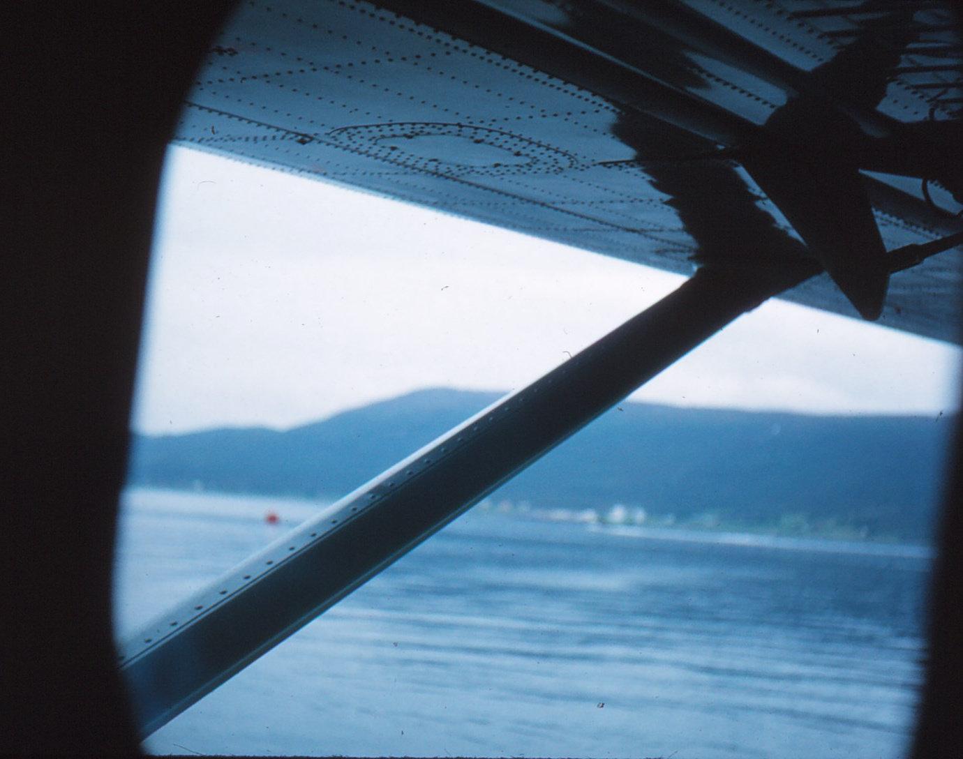 896 (7) Uitzicht uit vliegtuig