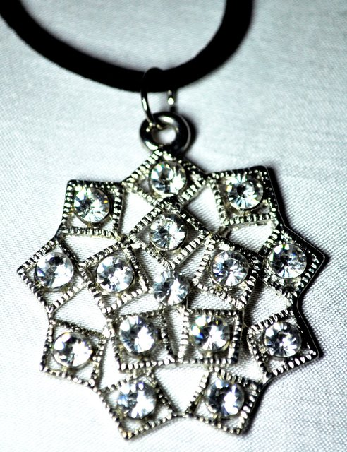 SILVER AND CRYSTAL NECKLACE