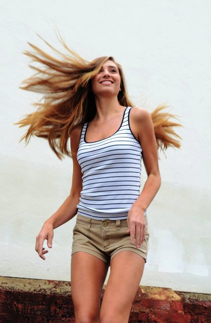 MODEL ANNA'S QUANTUM LEAP WITH CASUAL NAUTICAL STYLE.