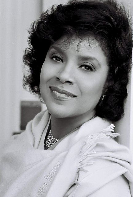 HALL OF FAME LA ACTRESS   PHYLICIA RASHAD -  COMMERCIAL HEADSHOT.