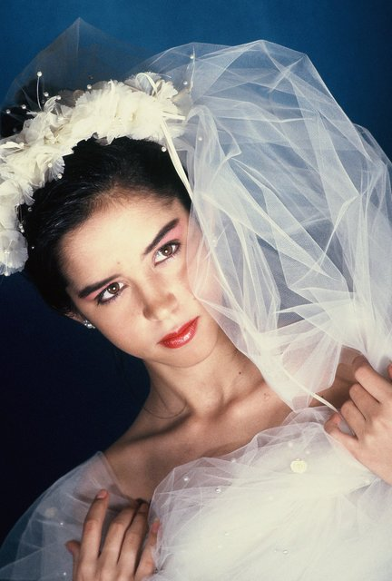 YOUNG MODERN BRIDE