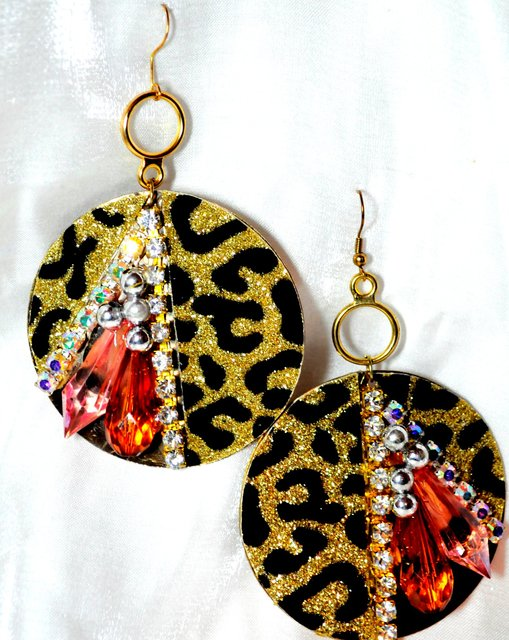 GOLD ANIMAL PRINT DISK AND BEADED STONES