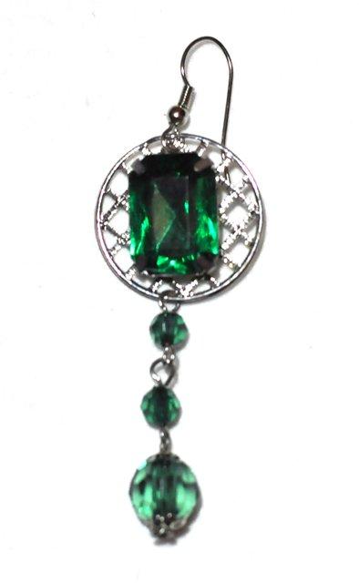 SILVER GREEN drop earrings.