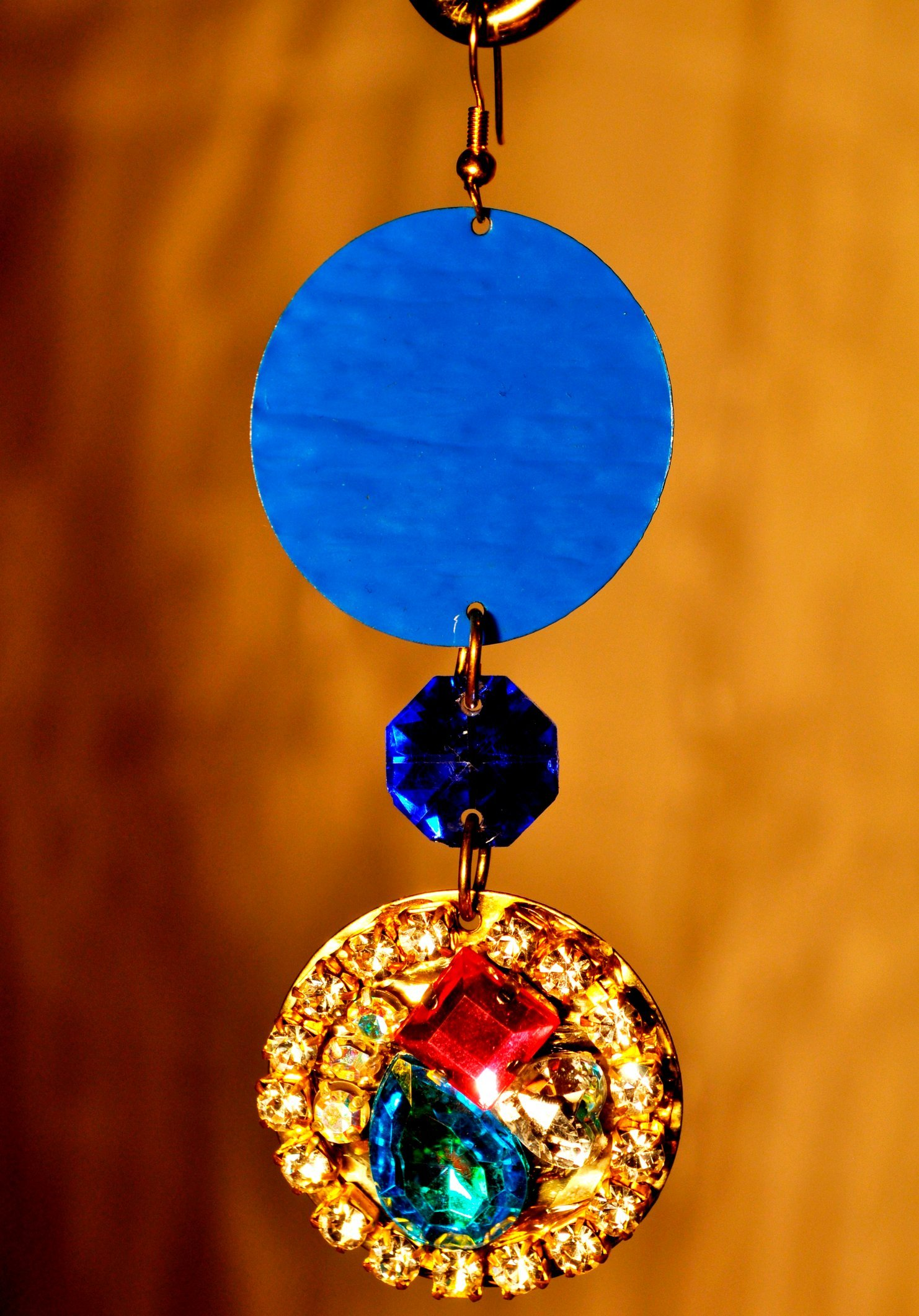 2 DISK EARRING WITH COLORED CRYSTAL STONES