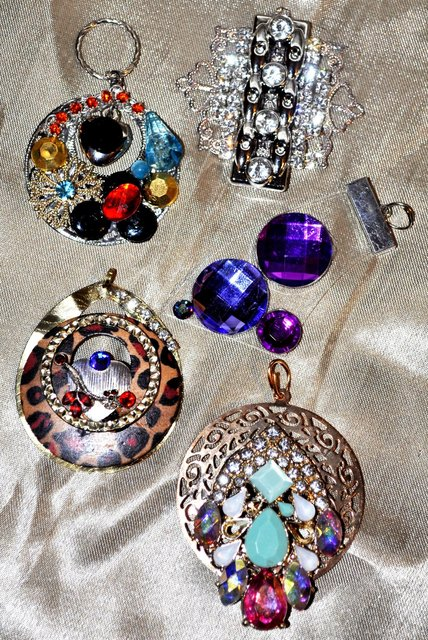VARIETY OF NECKLACE PENDANTS   They all come with chains.