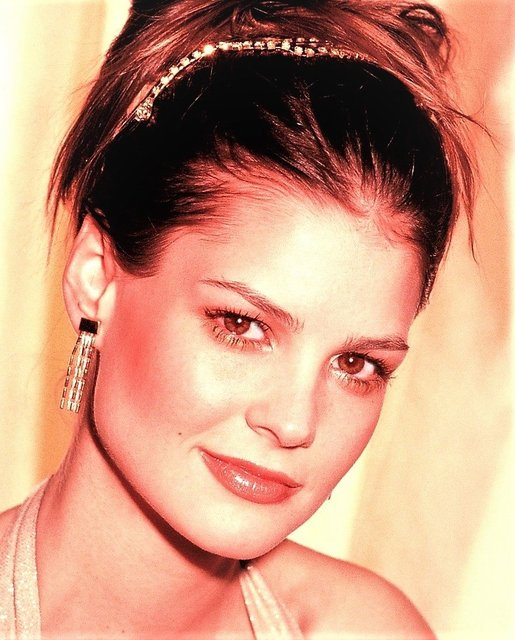 HALL OF FAME H'WOO ACTOR TIFFANY BROUWER-  THE ANGEL OF EFFERVESCENCE.