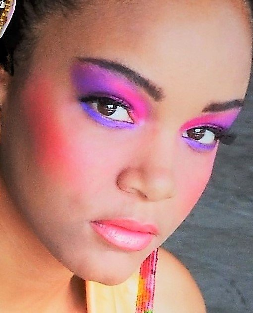 CHELSEA WEARS HOT LAVENDER,HOT PINK SHADOW, LIGHT ROSE LIPS.