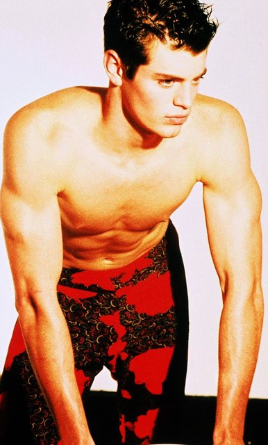 RED AND PAISLEYS CAN STILL BE WORN BY A MAN OF FITNESS ACCORDING TO NYC/LA MODEL MICHAEL.