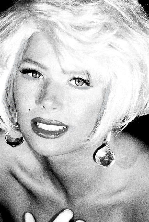 BEING MARILYN MONROE REQUIRES VULNERABILITY.